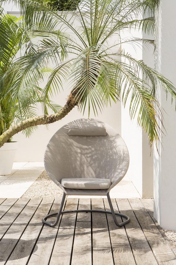 Sessel unter Palme